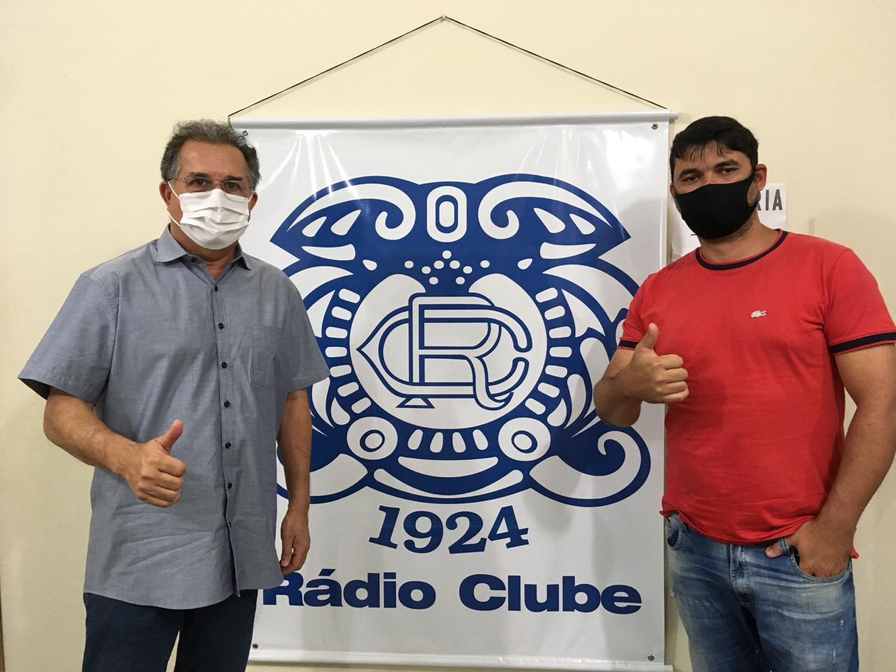 Presidente do Rádio Clube, Sérgio Murilo Mota e André Nunes de Souza, coordenador estadual do projeto Bombeiro Aprendiz Civil